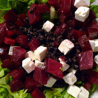 Black lentils, beetroot and feta salad: full of flavour!